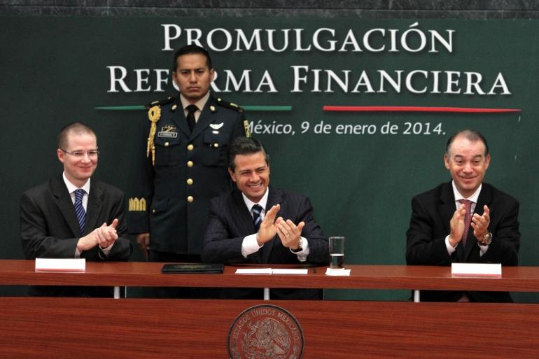 455154_firma-reforma-financiera